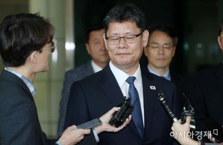 [포토] 눈 감은 김연철 통일부 장관