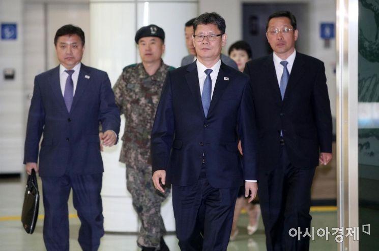 [포토] 방북 마치고 돌아오는 김연철 장관