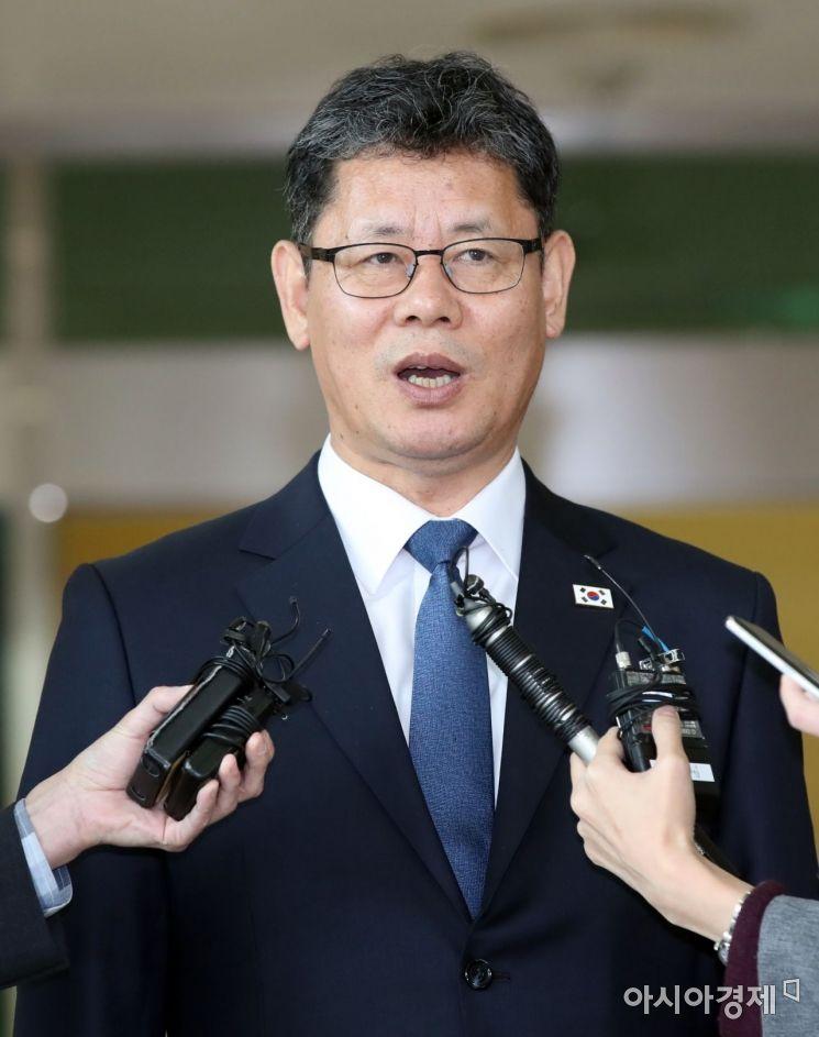 [포토] 남북연락사무소 방문 결과 설명하는 김연철 장관