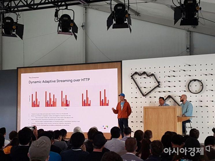 롭 맥쿨 구글 클라우드 게이밍 플랫폼 기술 리드(가장 왼쪽)와 구루 소매더 구글 스태디아 엔지니어(가운데), 칼리드 압델 라만 구글 클라우드 게이밍 플랫폼 프로덕트 매니저가 지난 5월7일(현지시간) 미국 캘리포니아주 마운틴뷰에서 열린 '구글 I/O 2019' 행사에서 스태디아에 대해 설명하고 있다.