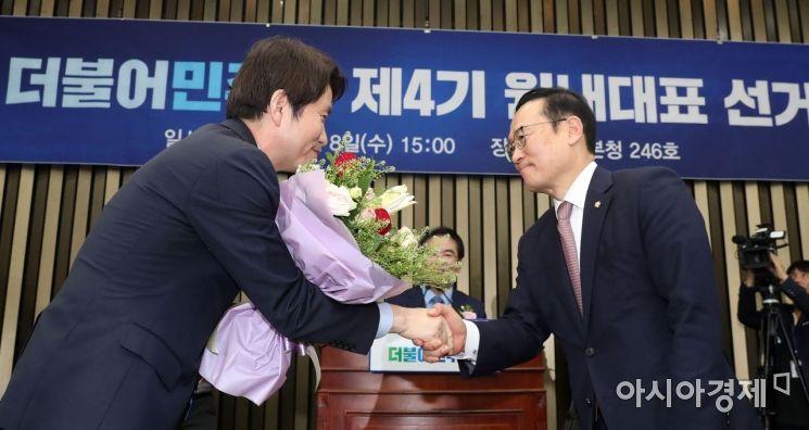 [포토] 더불어민주당 새 원내대표 이인영 선출