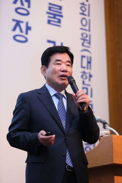 """김진표, 반대 움직임에 """"대통령께 짐 되지 않겠다"""""""