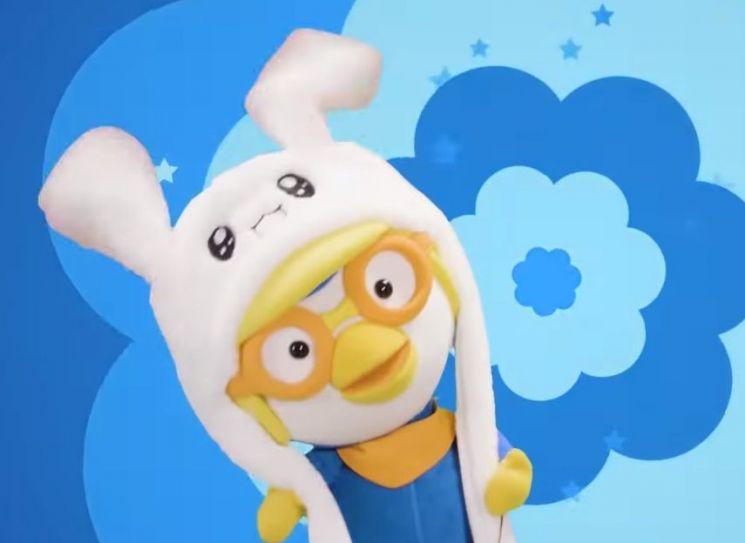 뽀통령 '뽀로로'가 쓰고 있는 토끼모자. 펀슈머의 대표적인 구매품입니다. [사진=유튜브 화면캡처]