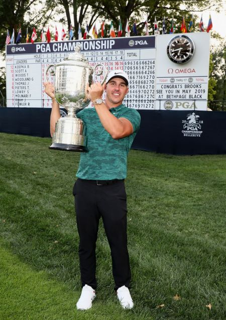 디펜딩챔프 브룩스 켑카가 지난해 PGA챔피언십 우승 직후 환호하는 장면.