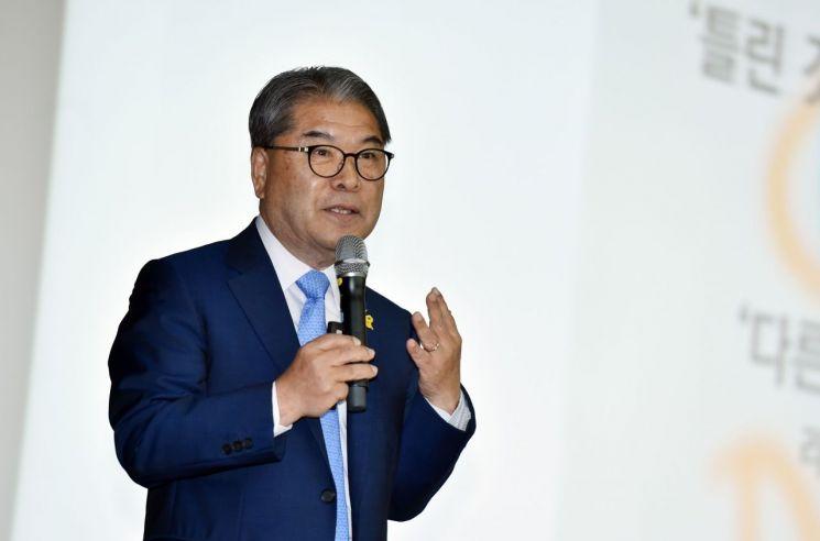 이재정 경기도교육감이 한국교원대학교에서 전국 초등학교 교장들을 대상으로 강의하고 있다.