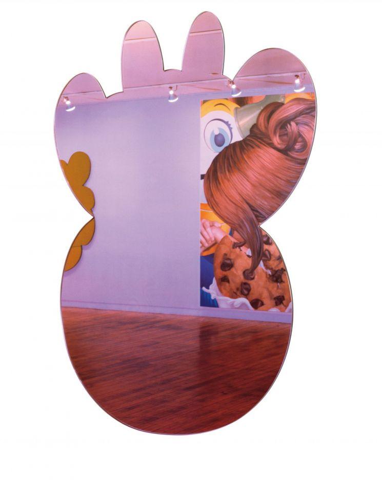 제프 쿤스 'Cow(Lilac)', crystal glass, mirrored glass, carbon fiber, foam, colored plastic interlayer and stainless steel, 203.2×149.9×3.8(d)cm, 1999, signed and dated on the reverse  [사진= 서울옥션 제공]
