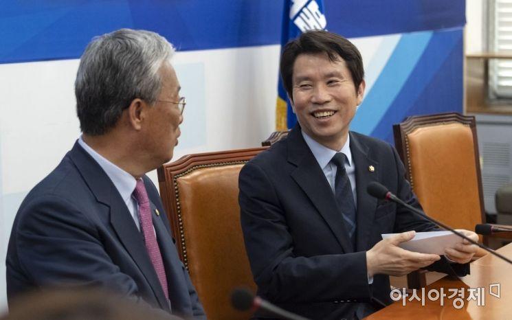 [포토] 밝게 웃는 이인영 원내대표
