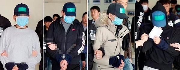 인천 중학생 집단 폭행 추락사 사건의 가해자들이 지난해 11월16일 영장실질심사를 받기 위해 인천 남동경찰서를 나서고 있다. 사진=연합뉴스