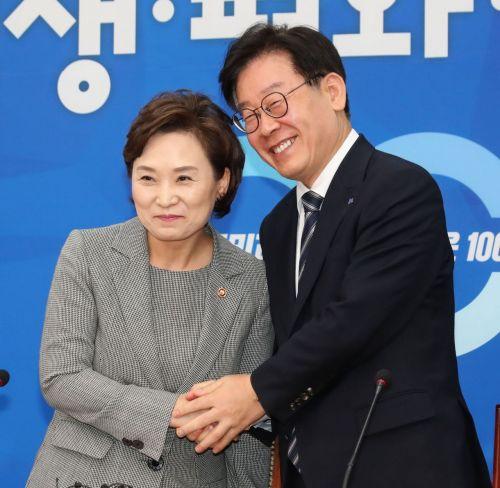 [포토] 손 맞잡은 김현미 장관-이재명 지사