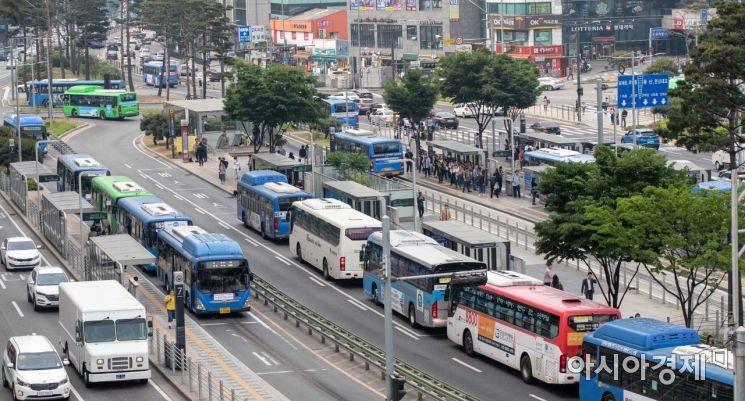 [포토]정상 운행 나선 서울 버스