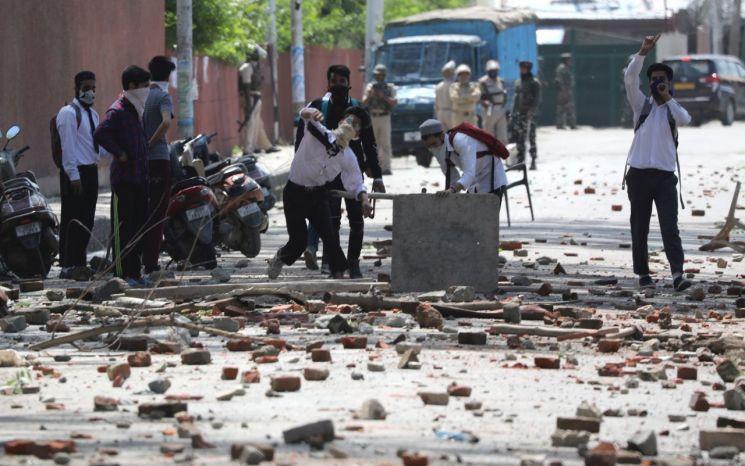 인도령 카슈미르주 스리나가르에서 3세 여아 성폭행 사건이 발생해 분노한 주민들이 거리로 나서 시위를 벌이고 있다/사진=EPA연합뉴스