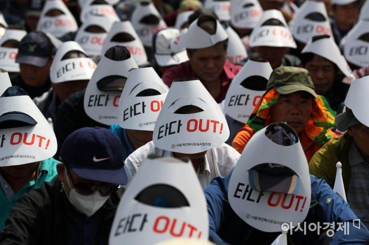[포토]묵념하는 택시기사들
