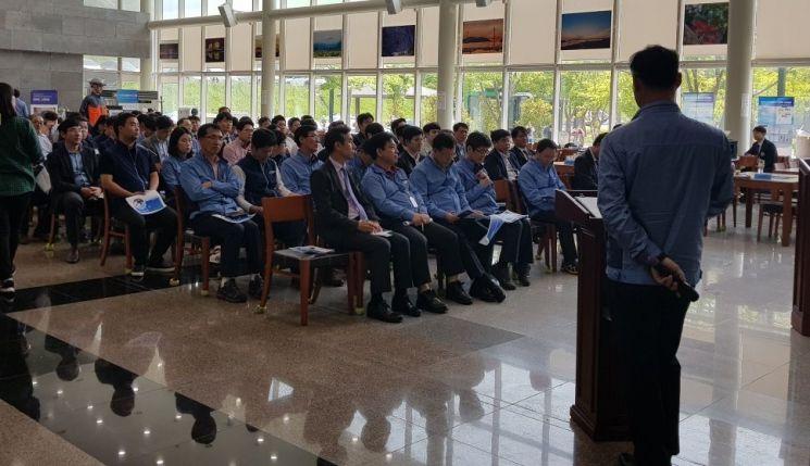 한국수력원자력이 중소기업 판로를 개척을 위한  중소기업제품 사업소 순회 구매상담회를 개최하고 있다.