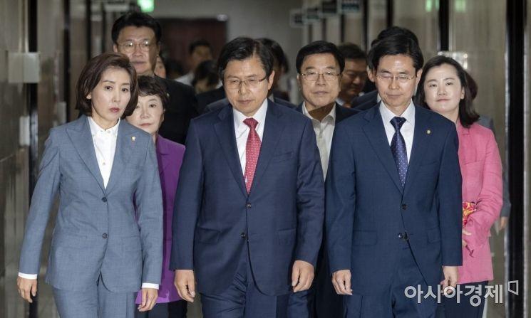 [포토] 회의 참석하는 황교안-나경원