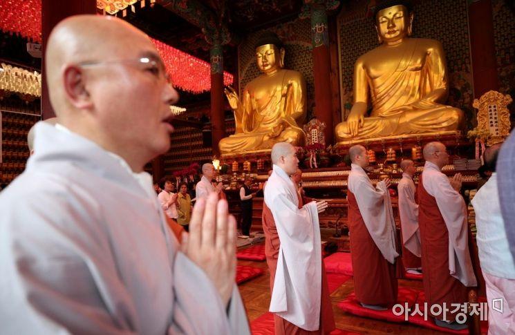 [포토] 하안거 입재 기도하는 스님들