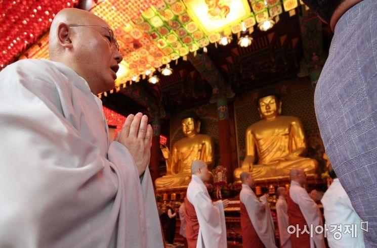 [포토] 하안거 기도하는 조계사 스님들