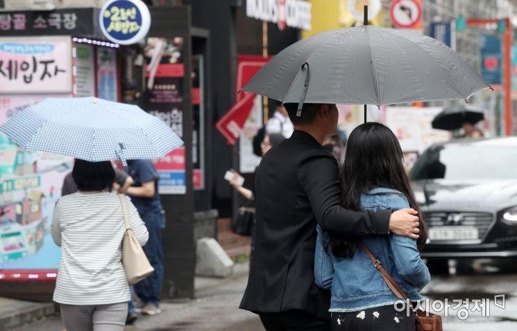 [포토] 5월 더위 식혀주는 비