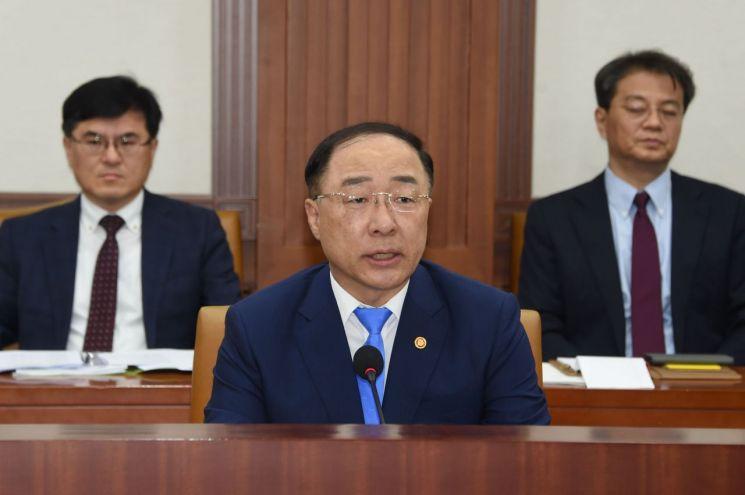 """홍남기 """"투자 프로젝트 발굴…제조업·서비스업 혁신 전략 발표"""""""