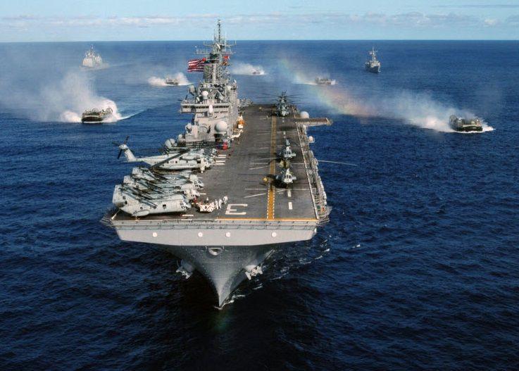 배수량 4만톤(t)급 중형 항공모함 크기에 2000여명의 해병대와 전차, 장갑차, 보급차량 등 상륙전력을 탑재한 강습상륙함인 키어사지 강습상륙함(LHD-3)의 모습(사진=미 해군 홈페이지/www.navy.mil)