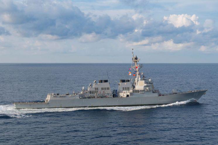 지난달 20일 미군 함정 프레블함이 스카보러 암초 12해리(중국명 황옌다오, 필리핀명 파나타그) 이내 해상을 항행하는 모습.(사진=로이터연합뉴스)
