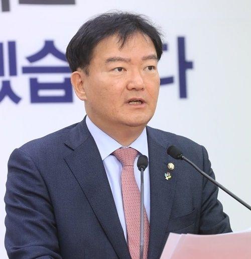 """민경욱, '천렵질' 막말 이어 """"그래서 우짤낀데"""" 조롱"""