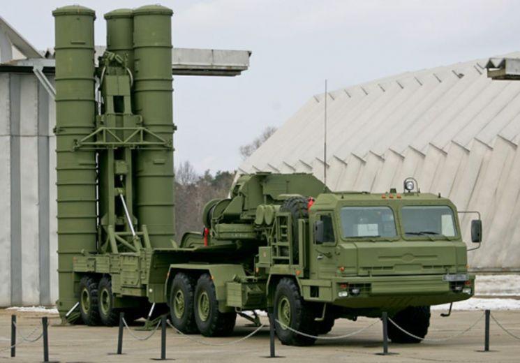 러시아의 S-400 미사일 방어체계의 미사일 발사차량의 모습.[이미지출처=러시아국방부 홈페이지/http://mil.ru/]