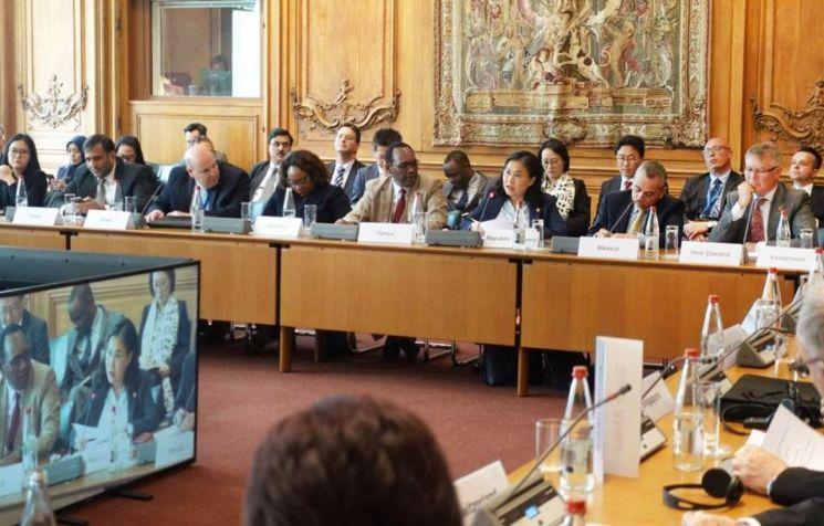 유명희 산업통상자원부 통상교섭본부장이 22~23일 프랑스 파리 OECD 본부 컨퍼런스센터에서 개최된 OECD 각료이사회에 선도발언자로 참석해 발언하고 있다.