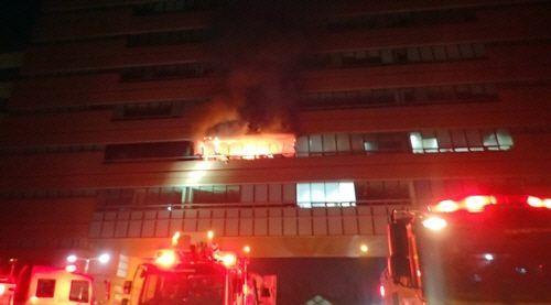 24일 오전 1시41분께 대전 유성구 한국과학기술원(KAIST) 문지캠퍼스 행정동 건물 4층에 입주한 한 업체의 사무실에서 폭발 사고가 발생했다/사진=대전소방본부 제공