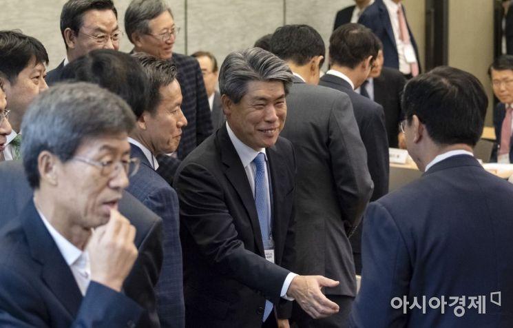 [포토] 윤종원 수석, 경제현황 정책심포지엄 참석