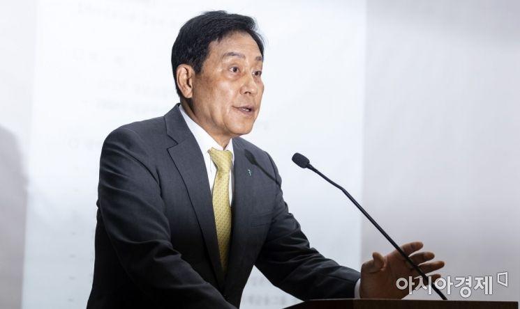 [포토] 인사말하는 김정태 회장