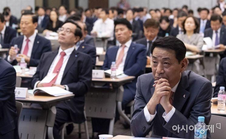 [포토] 진지한 표정의 권용원 금투협회장