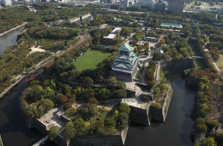 오사카성 일대 전경 모습. 현재 복원된 오사카성 일대는 1928년 일제 4사단 사령부가 이전하면서 복원이 시작됐으며, 만주사변이 일어난 1931년 복원이 완료됐었다.(사진=오사카 관광국 홈페이지/https://osaka-info.jp)