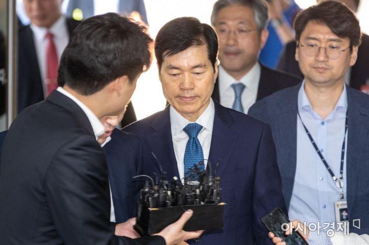 [포토]취재진 질문 받는 김태한 대표