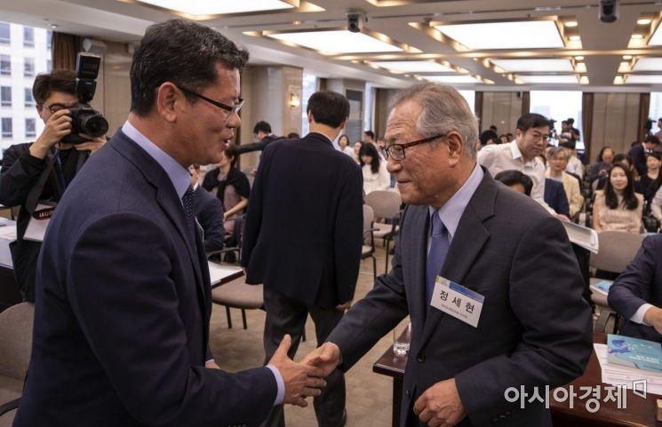 [포토] 신한반도 비전 학술회의 참석한 김연철 장관