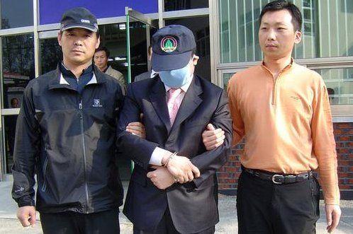 조씨가 2006년 11월 '건설사주 납치 사건을 저지른 뒤 5개월 만에 검거된 당시 모습 / 사진 = 연합뉴스