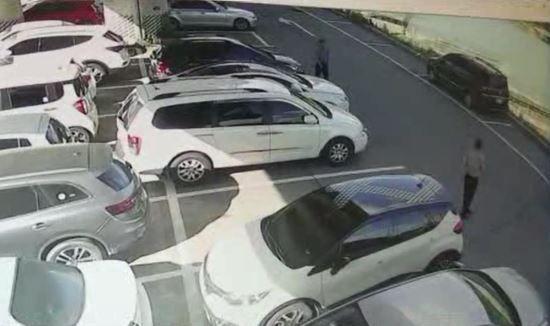 피의자들이 양주시청 인근 공영주차장에 시신을 유기하고 달아나고 있다. / 사진 = 경기북부지방경찰청 제공