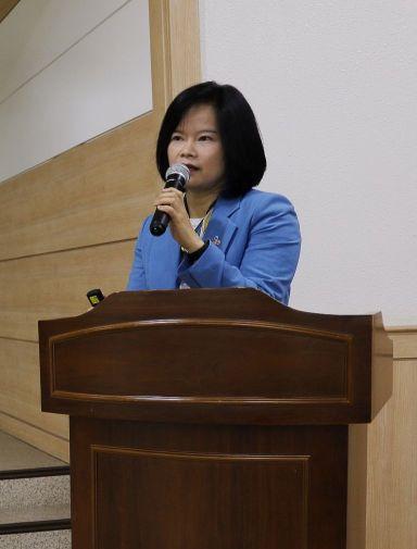 이주은 CJ제일제당 HMR상온마케팅담당 상무가 24일 'CJ제일제당 봐야지' 행사에서 비비고 국물요리 사업 방향과 목표에 대해 설명하고 있다.