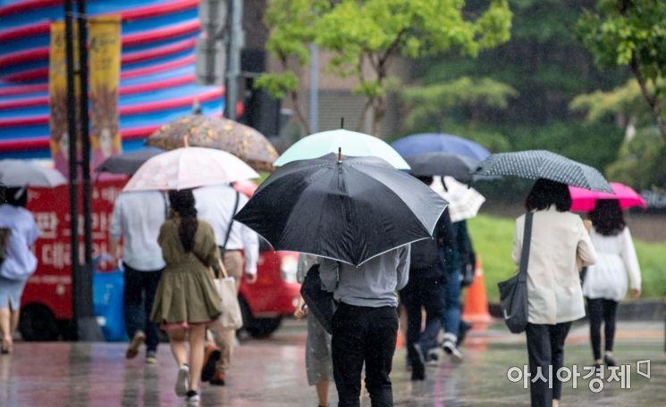 [포토]더위 식히는 반가운 비