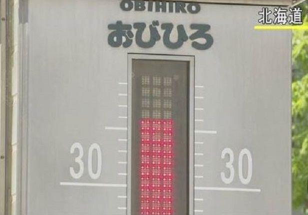 26일 홋카이도 북동쪽에 위치한 오비히로에서 사상 최고 기온인 38.8도를 기록하는 등 일본 동북부가 때이른 폭염에 몸살을 앓고 있다.(사진=NHK 뉴스 장면 캡쳐)