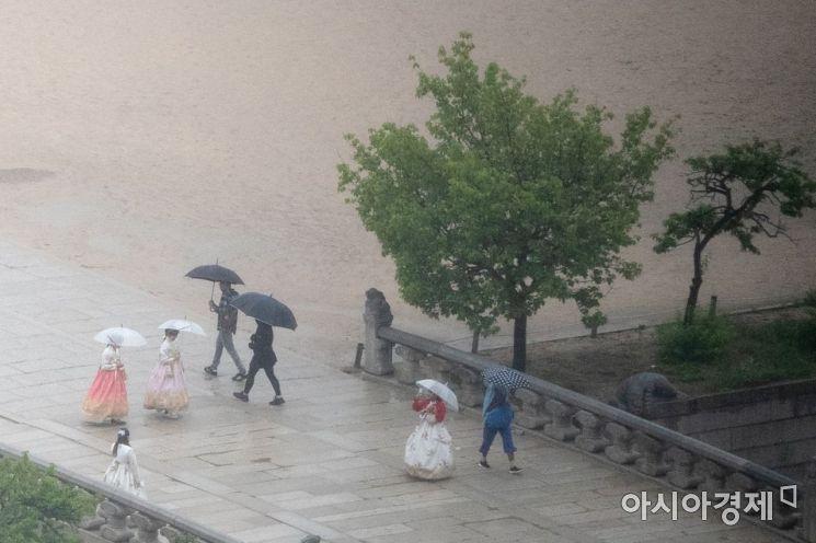 [포토]비오는 경복궁