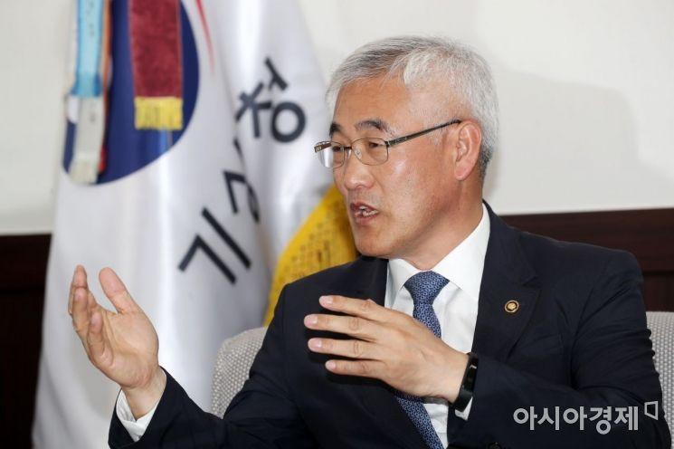 """[아시아초대석]김종석 기상청장 """"1% 가능성에도 인공강우 연구는 계속된다"""""""