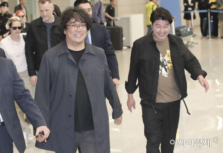 [포토] 밝은 표정으로 귀국하는 봉준호 감독