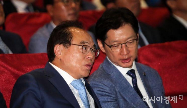 [포토] 이야기 나누는 김경수 지사-오거돈 시장