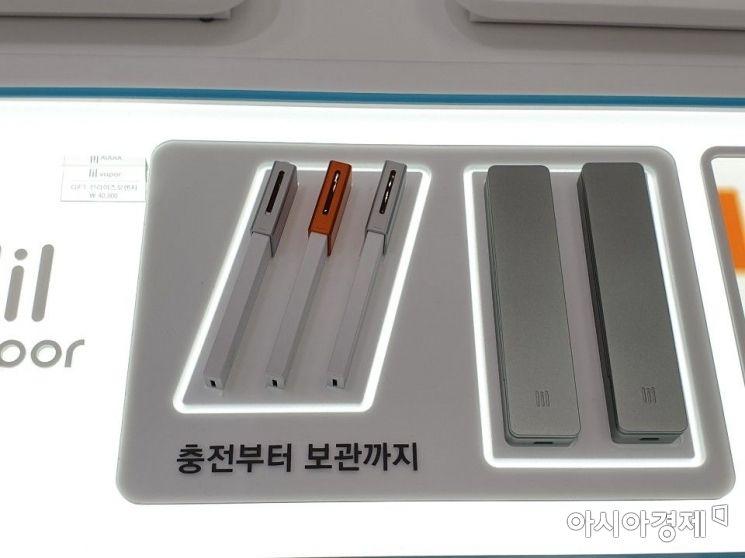 KT&G의 액상형 전자담배 '릴 베이퍼'와 항균 케이스.