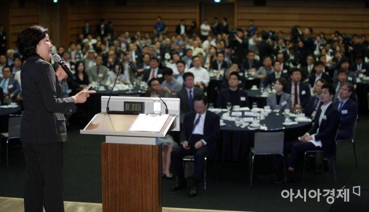 [포토] 대한상의 초청 CEO 강연하는 박영선 장관