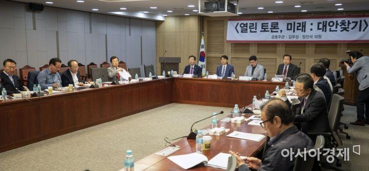 [포토] 김무성, 경제 관련 토론회 개최
