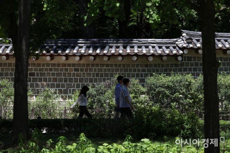 [포토]포근한 봄, 종묘공원 걷기