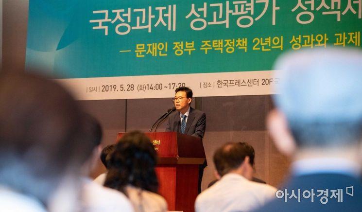 [포토]축사하는 홍장표 위원장