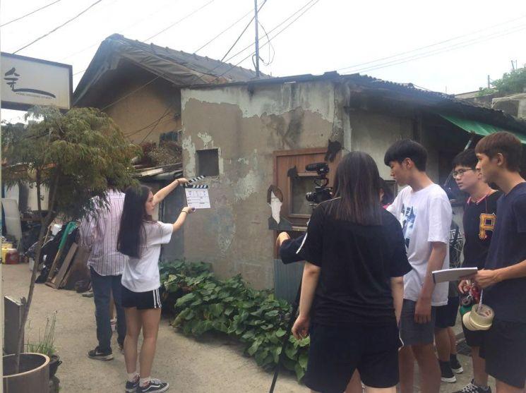 지난 해 초단편영화제 아카데미 수강생들이 문래창작촌에서 영화를 촬영하고 있다.