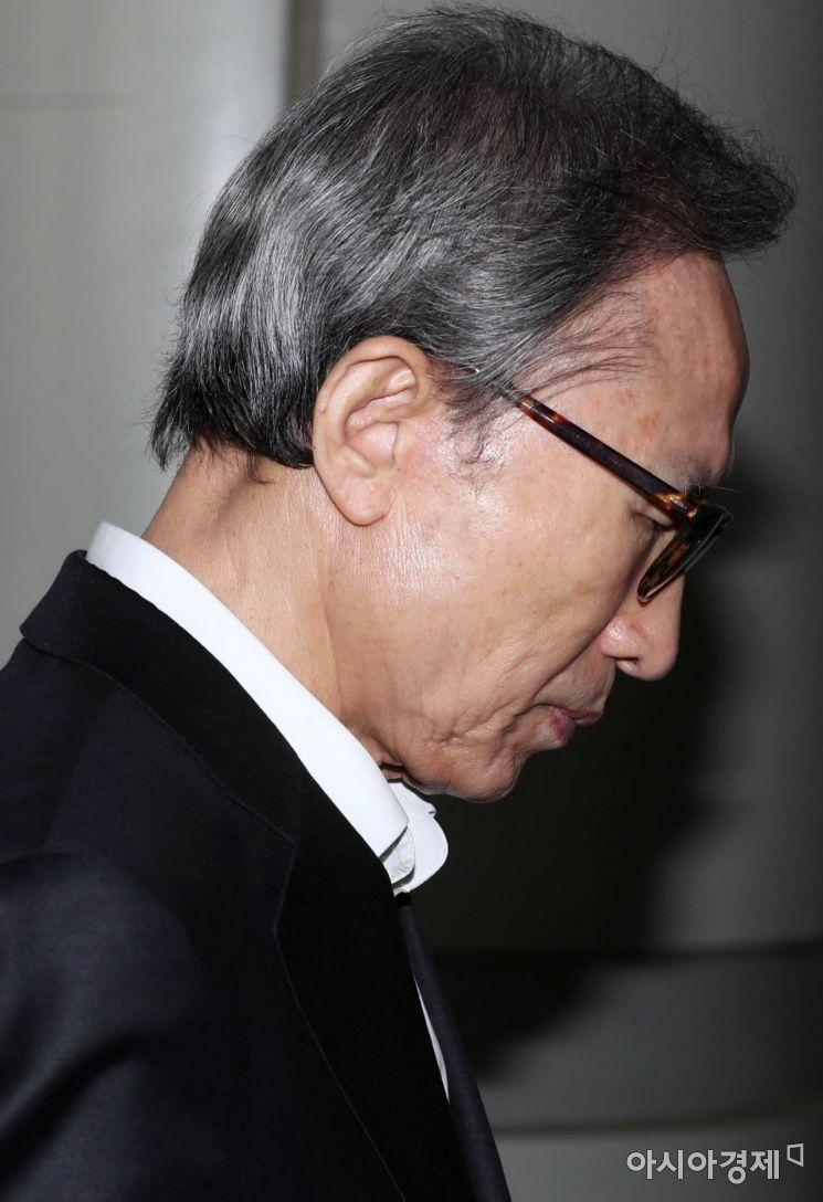 [포토]입 꾹 다문 이명박 전 대통령